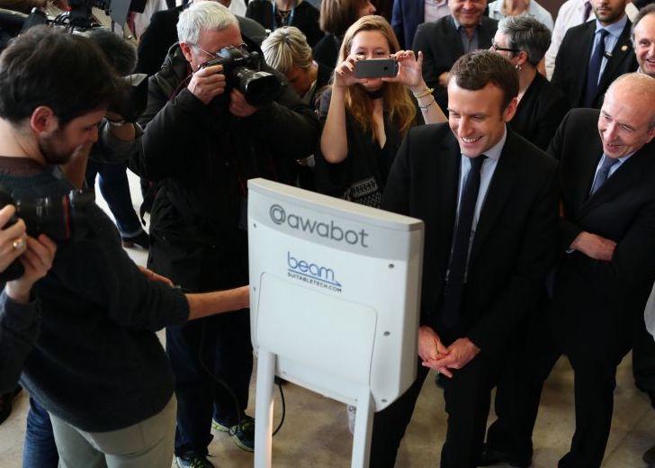Awabot - J'ai beamé avec Emmanuel Macron !