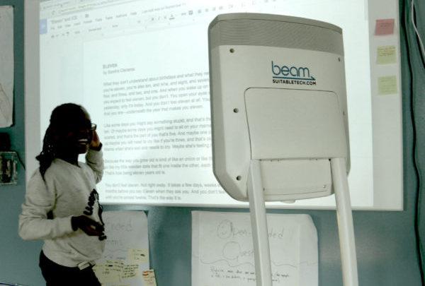 Robot de téléprésence mobile pour élève empêché