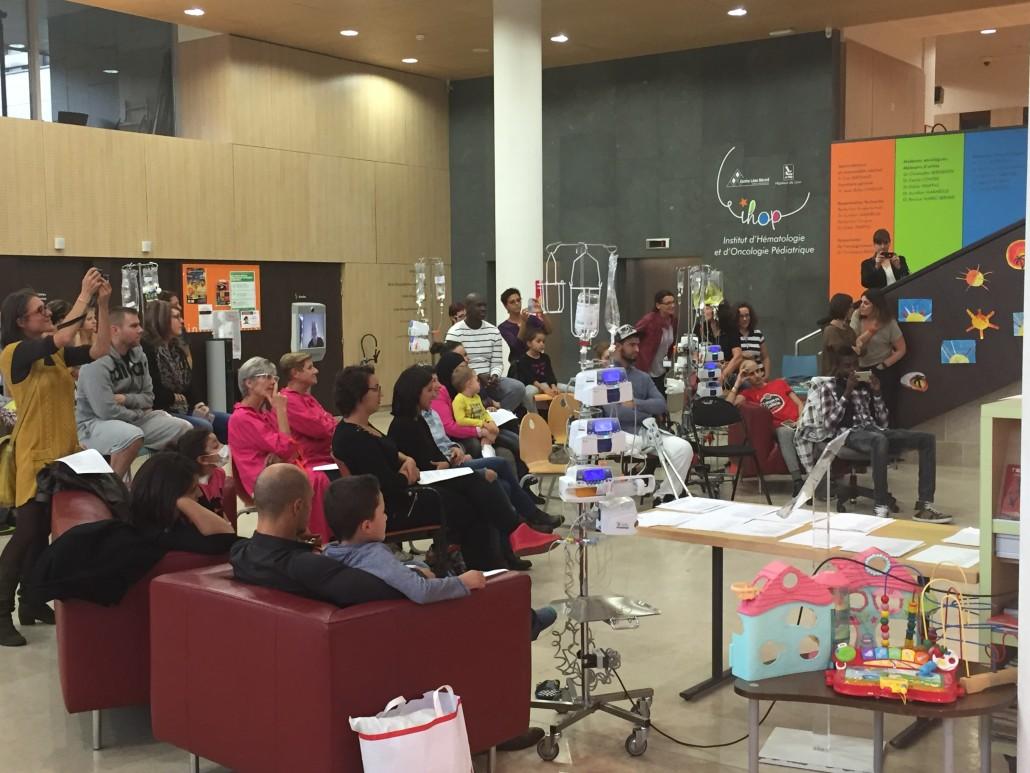 Centre Léon Bérard : des jeunes patients assistent à un concert en téléprésence mobile