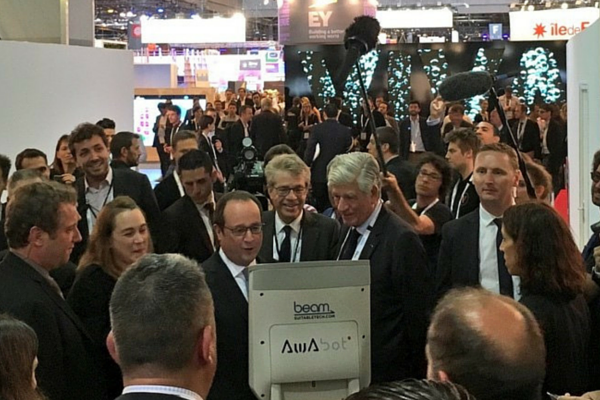 Awabot - J'ai beamé avec François Hollande à Viva Tech