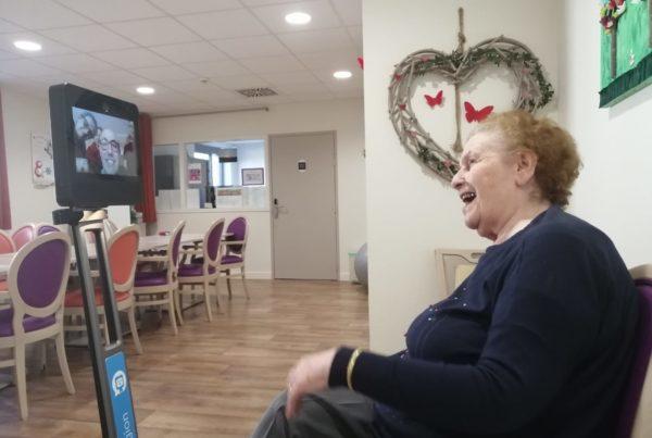 Des dispositifs de téléprésence permettent aux résidents en EHPAD et à leur famille de maintenir le lien
