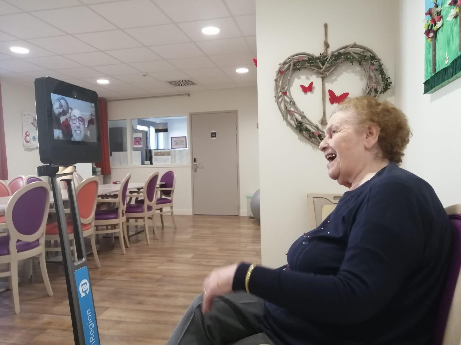 Téléprésence en EHPAD : un dispositif solidaire pour maintenir le lien entre les familles et les résidents